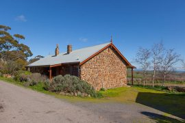 Tuki rural getaway accommodation in Ballarat